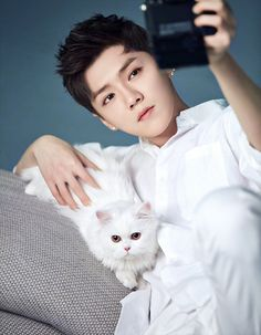 Luhan 鹿晗with Cannon