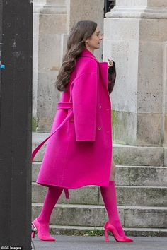 A vision. in pink! Lily first hit the screen at the age of two in the BBC drama Growing Pains before going on to star in Mirror Mirror in 2012 and To The Bone in 2017 Fashion Tv, Pink Fashion, Colorful Fashion, Fashion Outfits, Womens Fashion, Paris Fashion, Urban Chic Fashion, Colourful Outfits, Winter Chic
