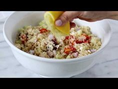 Mediterranean Quinoa Salad is protein packed with fresh and tasty Mediterranean flavors. (Use riced cauliflower instead! Ww Recipes, Skinny Recipes, Cooking Recipes, Healthy Recipes, Skinnytaste Recipes, Mediterranean Quinoa Salad, Mediterranean Diet Recipes, Clean Eating Snacks, Healthy Eating