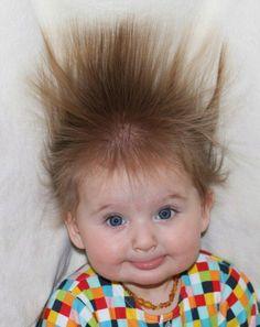 coiffure bebe, suggestion extrêmement marrante, cheveux hérissés