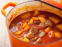 Alföldi gulyásleves Receptek a Mindmegette. Hungarian Cuisine, Hungarian Recipes, Hungarian Food, Slow Cooker Recipes, Meat Recipes, Cooking Recipes, Easy Healthy Recipes, Easy Meals, Kidney Bean Soup