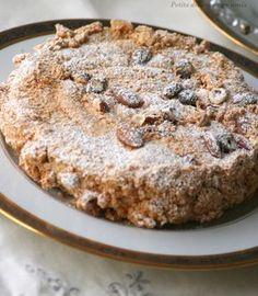 Un des gâteaux de notre enfance que nous allions chercher le dimanche, ou pour un anniversaire, chez le pâtissier. Un biscuit moelleux et croustillant à la fois, garni d'une crème au beurre pralinée. Une spécialité des Pays de Loire, pour certains l'Armoricain,...