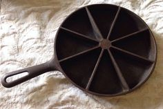 VintagE Wagner Ware Cast  Iron Corn Bread Scone Cake Biscuit Skillet Pan Wedge