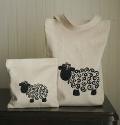 This would be easy to draw on tshirts for spring with fabric paint. Sheep Crafts, Sheep Art, Sheep And Lamb, Tampons, Fabric Painting, Easy Drawings, Textile Art, Fabric Crafts, Sewing Projects
