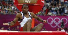 Atleta norte-americano da ginástica artística, John Orozco, cai durante competição de salto nas finas por equipes desta segunda-feira