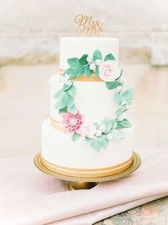 Mr & Mrs cake topper copper | Image by Anouschka Rokebrand Photography