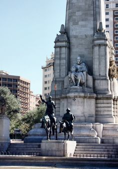Monumento Maravilloso de Don Miguel de Cervantes en Plaza de España  de Madrid