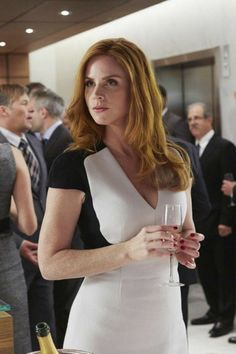 Lawyer Fashion, Fashion Tv, Suit Fashion, Serie Suits, Suits Tv Shows, Sarah Rafferty, Tv Show Outfits, Mom Outfits, Donna Harvey