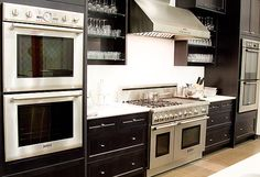 Double Oven/ Gas Stove w/ Hood.want this in my next house! High End Kitchens, Home Kitchens, Kitchen Stove, Kitchen Appliances, Bosch Appliances, Viking Appliances, Appliance Repair, Specialty Appliances, Wall Oven