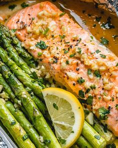 Salmon and Asparagus Foil Packs Recipe with Garlic Lemon Butter Sauce — Eatwel… Salmon Asparagus Foil Wrap Recipe with Garlic Lemon Butter Sauce – Salmon In Foil Recipes, Salmon Foil Packets, Fish Recipes, Seafood Recipes, Dinner Recipes, Dinner Ideas, Quick Recipes, Salmon Low Carb Recipes, Delicious Recipes