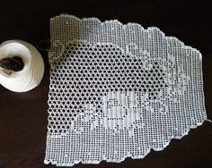 """Instagram'da Gülsevin Bağlar: """"Hayırlı akşamlar#dantel#elişi#elyepımı#kaliteliürün #keşfet #kanavice #pikedanteli #havlukenarı #mutfak #masaörtüsü #yatakodası…"""" Crochet, Paper, Instagram, Farmhouse Rugs, Towels, Crochet Tablecloth, Table Toppers, Table, Ganchillo"""