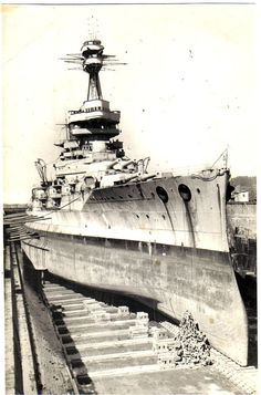 Chilean battleship 'Almirante Latorre' in drydock. She served in the Grand Fleet as HMS Canada for the duration of WWI and saw action during the Battle of Jutland. Date and location unknown. Ship Craft, Gtr R35, Submarines, Exeter, Royal Navy, Water Crafts, Battleship, Past, Cool Photos