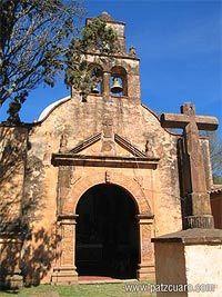 """Venga a conocer la """" Capilla del Cristo o Señor del Humilladero """",el acceso a esta antigua capilla es a través de la hermosa calzada """" Camino Real """".Construida por Don Vasco de Quiroga."""