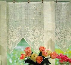 "Crochet curtain with diagram, filet work - click on ""grafico"" to view the diagram."