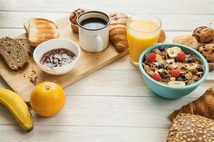 Healthy dinner recipes under 500 calories per mile 2 mile Pre Workout Breakfast, Breakfast Desayunos, Breakfast Recipes, Breakfast Healthy, Healthy Dinner Recipes, Diet Recipes, Granola, Smoothie Vert, Losing Belly Fat Diet