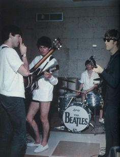 Paul McCartney, George Harrison, Richard Starkey, and John Lennon (Beatles Miami rehearsal) Ringo Starr, George Harrison, Paul Mccartney, Les Beatles, Beatles Love, Beatles Photos, Beatles Bible, Beatles Funny, Beatles Band