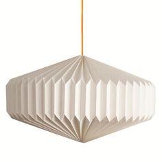 Pendelleuchte Milano im Retro-Look ist aus Papier. Der zunächst flach gelieferte Schirm  wird durch kinderleichtes Öffnen in seine finale, schöne F...