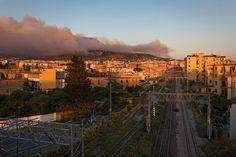Het brandt op de flanken van de Vesuvius, maar waarom?