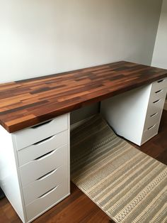 IKEA Alex Cabinets with Walnut Solid Wood - Desk de dormitorio Home Office Setup, Home Office Design, Home Office Furniture, Desk Office, Solid Wood Desk, Wooden Desk, Woodworking Ideas To Sell, Woodworking Plans, Woodworking Organization