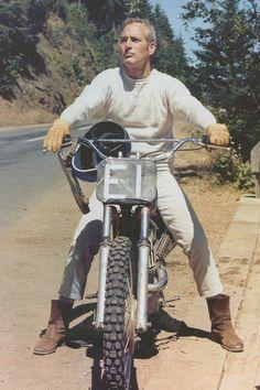 Paul Newman and a moto-cross bike Style Cafe Racer, Paul Newman Joanne Woodward, Emmanuelle Béart, Harley Davidson, Cool Hand Luke, Moto Cross, Velo Vintage, Vintage Bikes, Monster Trucks