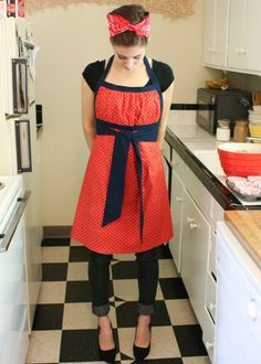 Apron ... I think this would work well for a pregnant woman as well... will post if I make one like it.