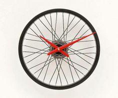 #RicicloCreativo #Ruota #Bicicletta #DIY #Orologio #EcoDesign  SEGUICI SU:  www.facebook.com/CreoEco  www.pinterest.com/CreoEco