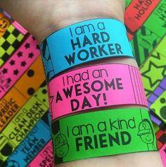 Compañeros y amigos docentes agradecemos a Interactivos para la Clase por estas maravillosas pulseras o brazaletes para motivar y premiar