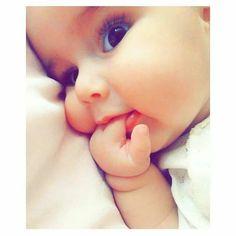 Cute Boy Pic, Cute Baby Boy Images, Cute Kids Pics, Baby Girl Pictures, Cute Baby Pictures, Cute Baby Couple, Cute Little Baby, Little Babies, Baby Love