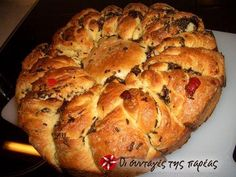 Great recipe for Vasilopita croissant. This is a vasilopita (New Year's bread or cake) that looks perfect! Recipe by MIKAELLA Greek Desserts, Greek Recipes, Desert Recipes, Xmas Food, Christmas Cooking, Christmas Recipes, Greek Bread, Greece Food, New Year's Cake