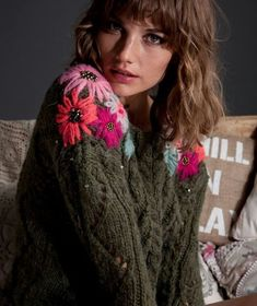 Cool Women Sweaters from 37 of the Outstanding Women Sweaters collection is the most trending fashion outfit this season. This Women Sweaters look related to outfits, fashion, casualstyle and… Embroidery On Clothes, Wool Embroidery, Embroidered Clothes, Embroidery Stitches, Embroidered Flowers, Sweater Embroidery, Diy Bordados, Diy Crafts For Adults, Elegant Outfit