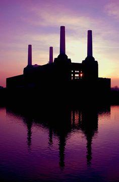 Sunset over Battersea Power Station - London Art Deco Stil, Battersea Power Station, London History, London England, England Uk, River Thames, London Calling, Best Cities, Beautiful Buildings