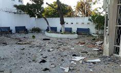 Atentando en Colombia deja tres policías muertos y 14 heridos -  BOGOTÁ (Reuters) – Al menos tres policías murieron y 14 más resultaron heridos el sábado en un ataque con explosivos contra una estación de Policía en la caribeña ciudad de Barranquilla, en el norte de Colombia, informaron las autoridades. El ataque ocurrió cuando se realizaba el cambio de... - https://notiespartano.com/2018/01/27/atentando-colombia-deja-tres-policias-muertos-14-heridos/