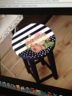 Diy Furniture Painting Ideas - New ideas Decoupage Furniture, Chalk Paint Furniture, Funky Furniture, Recycled Furniture, Furniture Makeover, Furniture Design, Hand Painted Stools, Painted Chairs, Painted Tables