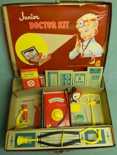 Not exactly the dr's kit we used to have but it has some of the pieces that came in them back in the like the microscope and those silly glasses that pinched your nose! Remember those?HASBRO: Junior Doctor Kit pinned by Maurie Daboux. Vintage Games, Vintage Dolls, Retro Vintage, 1950s Toys, Retro Toys, Childhood Toys, Childhood Memories, Gi Joe, Junior Doctor