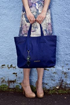 Mod blue Ostrich Juliet Bag #jennifermiddletonbags #luxurydesignerbags www.jennifermiddletonbags.com The Ostrich, Beautiful Lines, Creating A Brand, Tote Bag, Chic, Leather, Blue, Handbags, Accessories