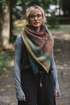 Ravelry 387309636705034600 - KIT (Berroco Vintage) châle Nightshift par Andrea Mowry – Tricot-Thé Serré Source by mellejc Knitted Shawls, Crochet Shawl, Knit Crochet, Knitted Scarves, How To Purl Knit, Shawls And Wraps, Knitting Patterns, Easy Knitting, Rowan Knitting