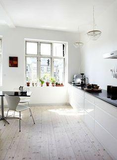 Lye floor in kitchen