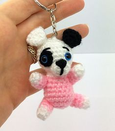 These puppies are very quick and easy to make, and they are suitable for beginners, as they involve basic amigurumi techniques, such as single crochet in the round, basic colour changes, and sewing different parts together. The body and the head are crocheted in one piece.