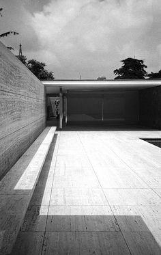 German Pavilion for the International Exposition in Barcelona by Mies van der Rohe 1929 Ludwig Mies Van Der Rohe, Bauhaus, Landscape Architecture, Interior Architecture, Architecture Details, Luigi Snozzi, Barcelona Pavilion, Pavillion, Walter Gropius