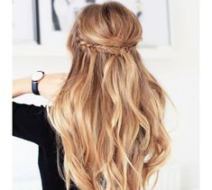The hair salon of the stars was founded in Los Angeles three years ago, by top stylist Rachel Zoe. On Instagram, Dreamdry posts their many must-try inspirations, from red carpet specials and high fashion to romantic chic and more. All the looks you need for the perfect summer style - grab a brush and get to work.