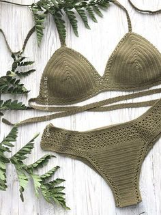 What I like best about bikini construction (and crop tops) is how versatile they can be! You can easily add your touch to this simple bikini. Crochet Woman, Diy Crochet, Crochet Top, Crochet Bikini Top, Bikini Pattern, Crochet Fashion, Beautiful Crochet, Crochet Designs, Crochet Clothes