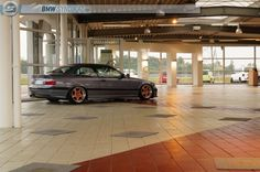 Out of the box colour choice, on this BMW e36 coupé on OEM BMW Styling 21 (Throwing star) wheels