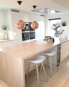Best Kitchen Table Sets & Dining Room Ideas Classic and Modern Big Kitchen, Kitchen Units, Kitchen Dining, Kitchen Grey, Kitchen Ideas, Grey Kitchens, Cool Kitchens, Cream Gloss Kitchen, Home Additions