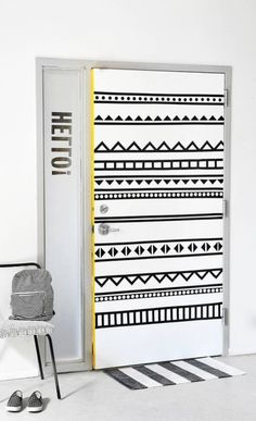 Find painted door hacks and diy ideas for ugly interior doors. Check out these DIYs to hack your ugly interior doors. From painted to taped to wallpapered and everything in between, find a solution for an ugly interior door on domino. Diy Interior, Interior Door, Interior Stylist, Farmhouse Furniture, Diy Furniture, Bedroom Furniture, Modern Furniture, Diy Quilt, Porta Diy