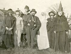 PEOPLE IN CREEPY HALLOWEEN MASKS COSTUMES VINTAGE SNAPSHOT PHOTO  #2