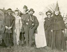 PEOPLE IN CREEPY HALLOWEEN MASKS COSTUMES VINTAGE SNAPSHOT PHOTO  #2