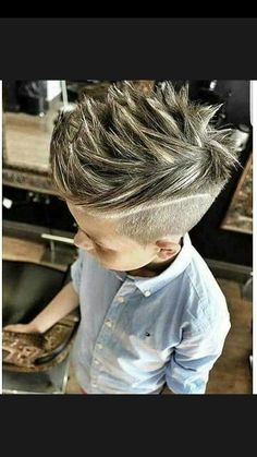 Hard part haircut can transform the dullest hairstyle and make it look trendy and classy in The best thing is just a plain and simple shaved line. Teen Boy Hairstyles, Cool Boys Haircuts, Little Boy Haircuts, Stylish Haircuts, Haircuts For Men, Boys Hair Highlights, Hard Part Haircut, Childrens Haircuts, Hair Tools