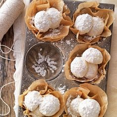 Gluten-Free Snowballs Recipe -No one will miss the flour in these crumbly, nutty balls of goodness. Their melt-in-your-mouth texture will make them the hit of your cookie exchange. Gluten Free Cookies, Gluten Free Desserts, Vegan Desserts, Cookies Et Biscuits, Sugar Cookies, Sugar Pie, Snowballs Recipe, Best Cookie Recipes, Free Recipes
