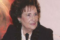 Η Καίτη Κάστρο-Λογοθέτη γεννήθηκε και ζει στη Θεσσαλονίκη. Σπούδασε ξένες γλώσσες (γαλλικά, αγγλικά, γερμανικά και ισπανικά) και παρακολούθησε Σαιξπηρική λογοτεχνία στην Αγγλία και Γαλλική λογοτεχνία στο Παρίσι.