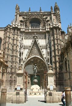 Catedral de Sevilla is largest in Spain and contains the tomb of Columbus. Places Around The World, Oh The Places You'll Go, Places To Travel, Places To Visit, Bósnia E Herzegovina, Sevilla Spain, Andalusia Spain, Madrid, Places In Spain